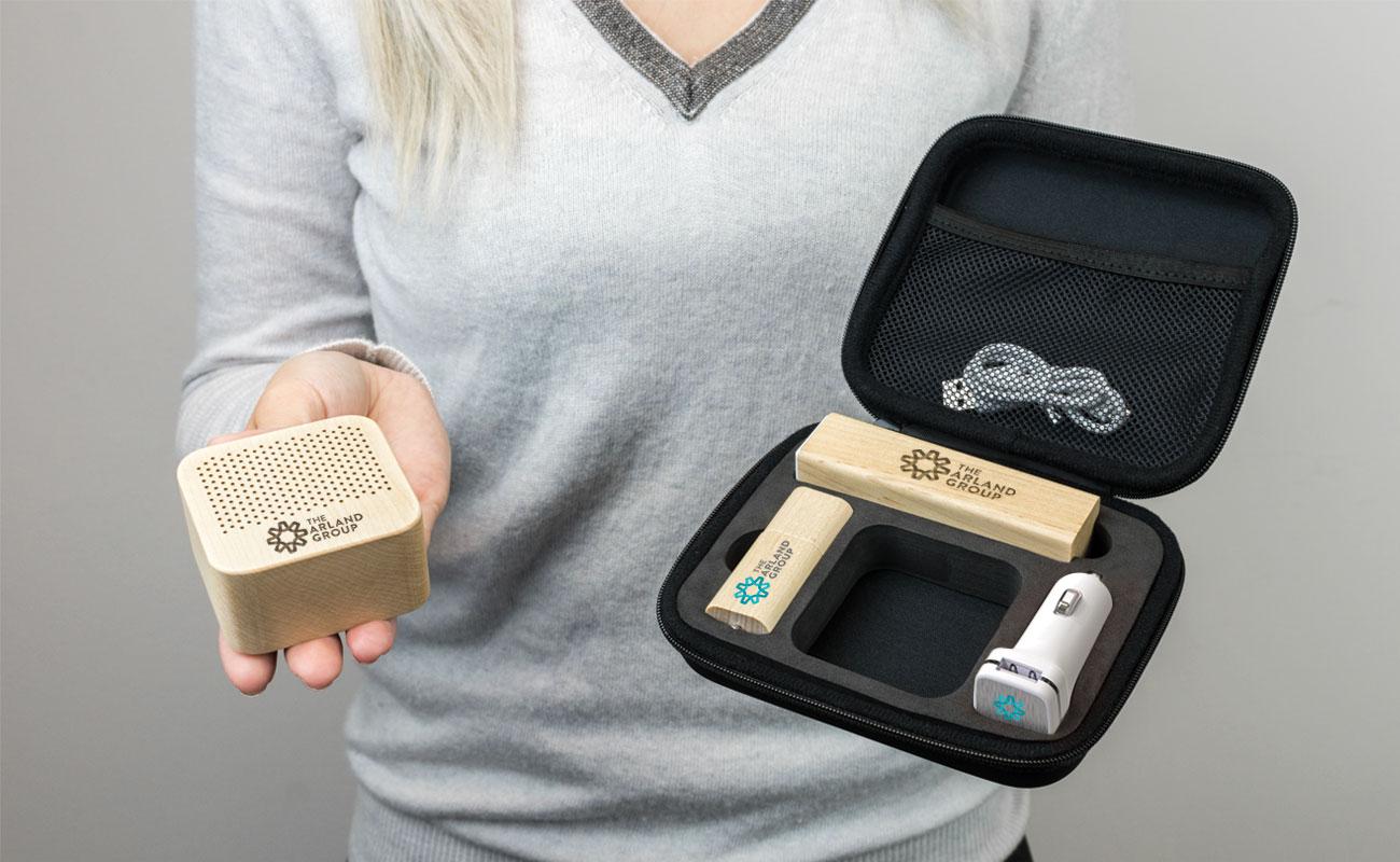 Maple L - USB Personalizados, Power Bank Personalizado, Custom Car Charger y Altavoces Personalizados